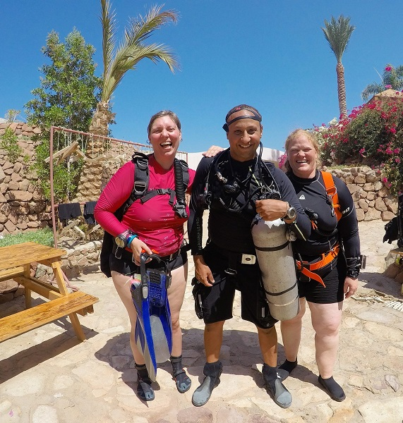 Happy sidemount divers