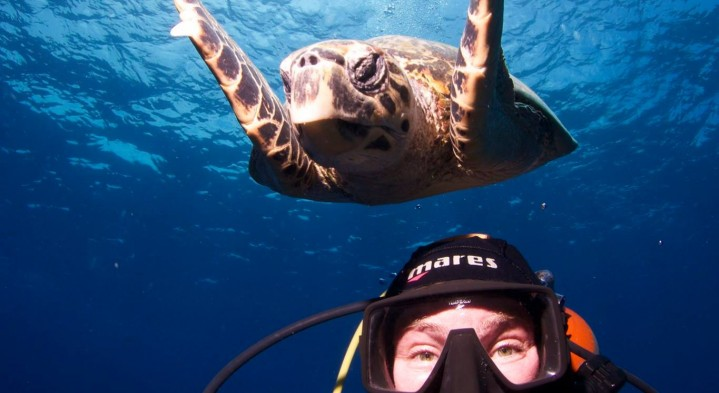 Underwater Photographer Renata Romeo selfie with a turtle